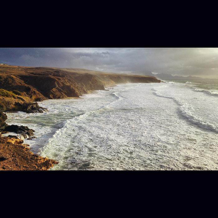 Fale oceanu w La Pared