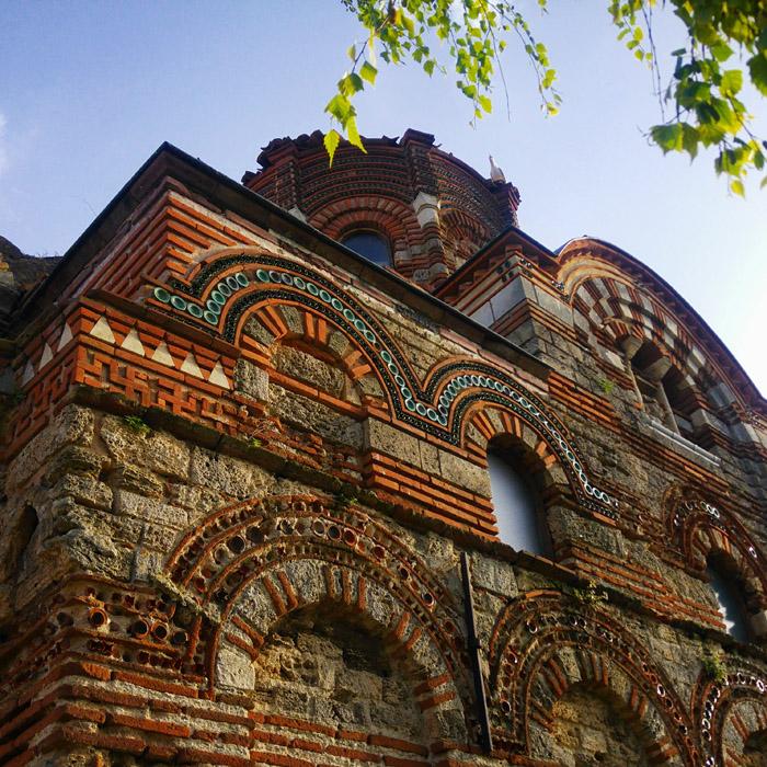 Nesebyr i jeden z kościołów