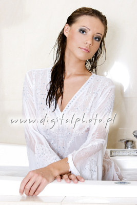 Foto Model Indonesia on Woman Taking Bath Girl Taking Bath Image Bank ...
